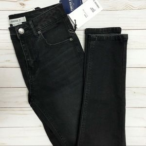 NWT Forever 21 Mid Rise Skinny Fit Black Jeans